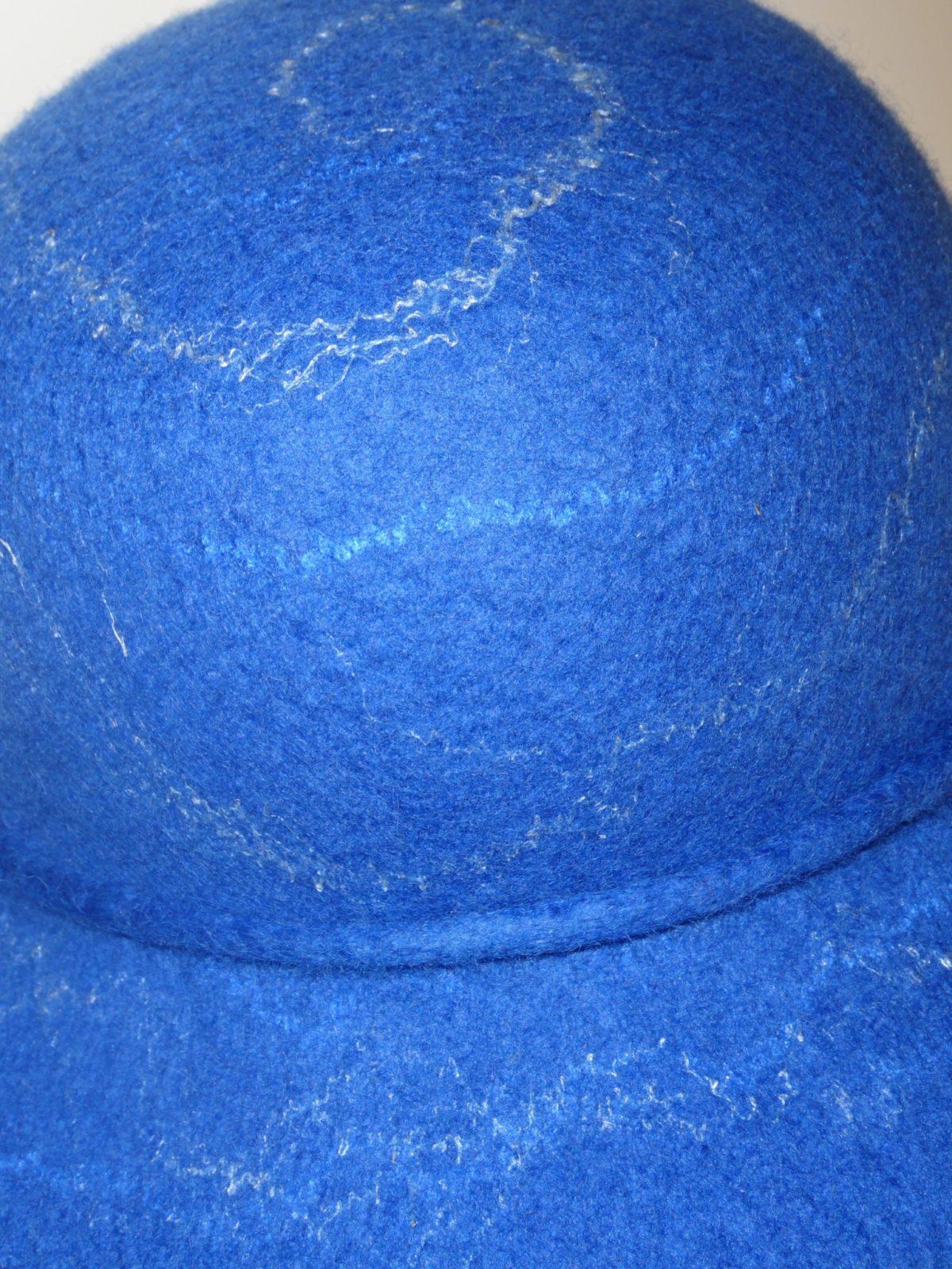 Hatt tovad med silkeinslag
